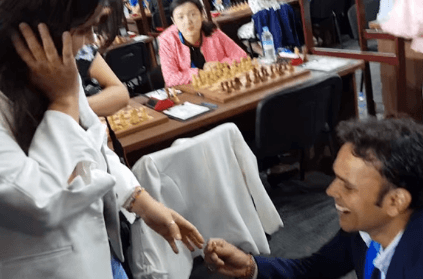 Indian journalist proposes to Colombian chess star during tournament
