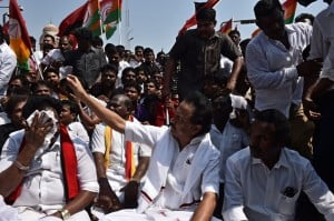 DMK's road roko - protest against Central Government on Cauvery Management Board Issue